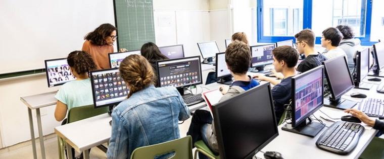 La OCDE prevé la consolidación de empleos con perfiles de formación intermedia, más que de universitaria.